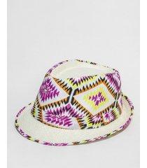 sombrero blanco nuevas historias