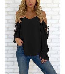 blusa de gasa con cordones y hombros descubiertos con cuello en v negra