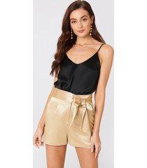 na-kd party tie waist satin shorts - gold