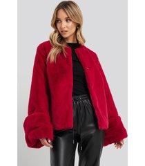 na-kd cropped faux fur jacket - red