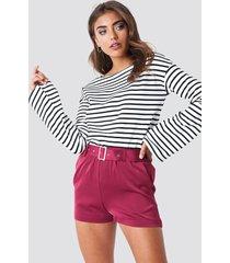 na-kd belted satin shorts - purple