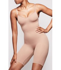 women's skims sculpting seamless mid-thigh bodysuit, size large/x-large - brown