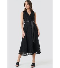 trendyol belted detailed animal midi dress - black