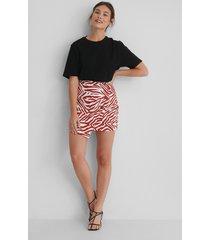 lizzy x na-kd asymmetrisk kjol - multicolor
