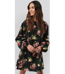 na-kd trend volume ls mini dress - black,multicolor
