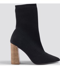 na-kd shoes pointy block heel sock boots - black