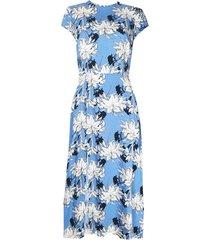sukienka niebieska w kwiaty midi