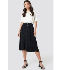 na-kd boho frill hem front button skirt - black