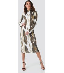 na-kd trend aop high neck jersey dress - brown