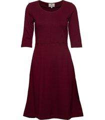 scarlett u-neck dress knälång klänning röd lexington clothing