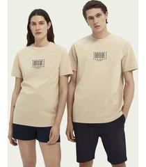 scotch & soda born to love unisex grafisch t-shirt van biologisch katoen
