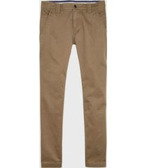 pantalón tommy jeans tjm scanton chino pant marrón - calce slim fit