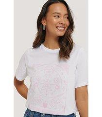 na-kd reborn ekologisk t-shirt med tryck - white