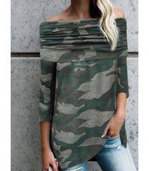 blusa camo fruncido con hombros descubiertos y mangas largas verde militar
