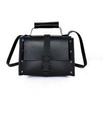czarna torebka mały skórzany kuferek vicky