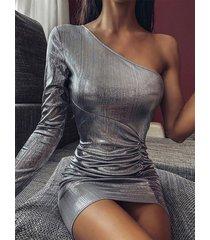 yoins dobladillo con abertura y pliegues metalizados plateados one hombro vestido