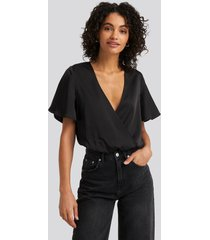 na-kd party wrap over short sleeve body - black
