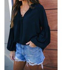 botón negro diseño blusa con mangas farol con cuello en v