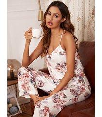 conjunto de pijama con tirantes finos y estampado floral de albaricoque