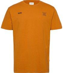 voyages t-shirt t-shirts short-sleeved orange wood wood