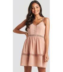 na-kd boho lace insert flowy mini dress - pink