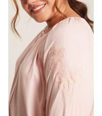 blusa detalle bordado rosado 18