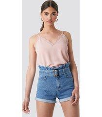 na-kd trend belted denim shorts - blue