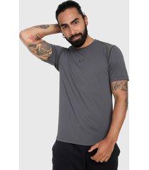camiseta gris oakley