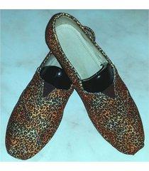 zapatillas con guepardo gyg