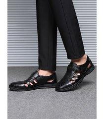 sandalias casuales de cuero transpirable ahuecadas para hombre
