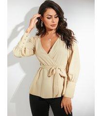 blusa de manga larga con cuello en v y diseño de cinturón camel de yoins