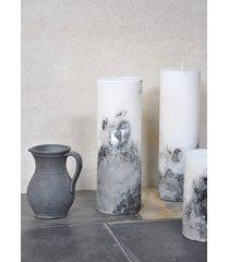świeca z betonową podstawą