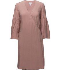 r2. wrap dress knälång klänning rosa gant
