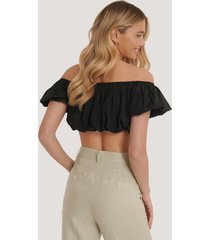 na-kd trend off-shoulder topp med puff - black
