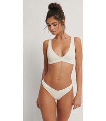 na-kd swimwear bikiniunderdel med smock och v-skuren front - offwhite