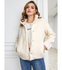 abrigo de peluche con bolsillos delanteros en beige