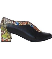 zapatos mujer en cuero negro y alas de mariposa amme