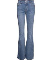charlotte flare wash santa elena jeans utsvängda blå ivy copenhagen