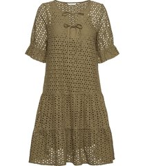 nualzbet ss dress knälång klänning grön nümph