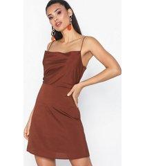 nly trend cami dress fodralklänningar brown