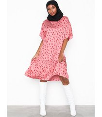 moss copenhagen anemone nor dress aop loose fit dresses
