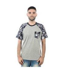 camiseta mxc brasil caveira com flores raglan bolso masculina