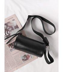 bolso tipo bandolera negro con diseño de cremallera y correa ajustable