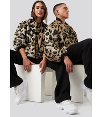 danny saucedo x na-kd bomber faux fur leo jacket - brown