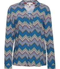 blus med färgglatt mönster