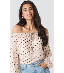na-kd boho off shoulder dot blouse - pink,multicolor