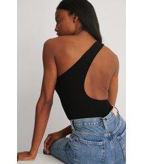 na-kd trend assymetriskt ribbstickad body - black