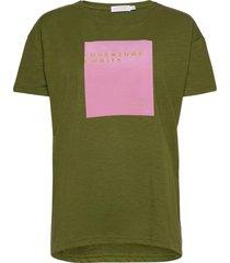 over t-shirt w. print t-shirts & tops short-sleeved grön coster copenhagen