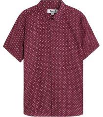 camisa manga corta estampada color vino, talla l