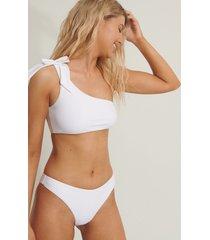 anika teller x na-kd bikinitopp med en axel - white